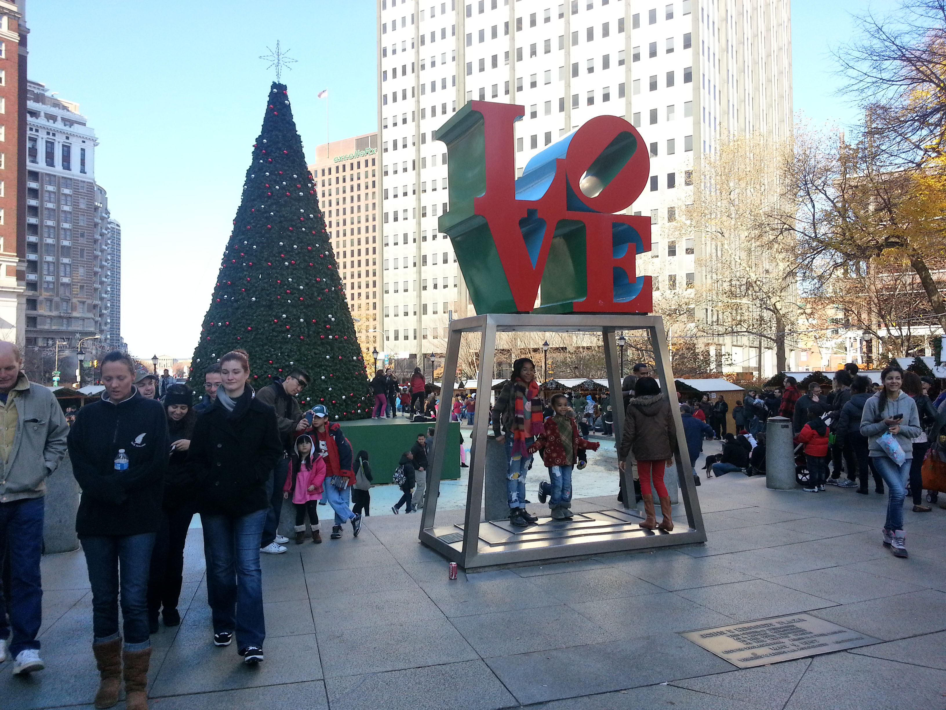 Christmas Village Love Park.Christmas Village Opens In Love Park Cbs Philly