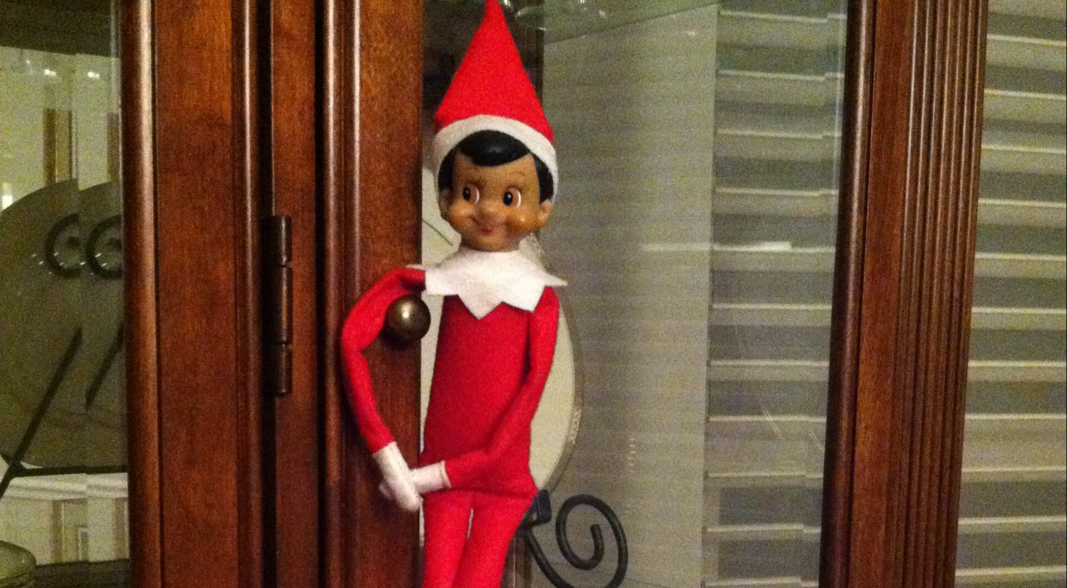 Man Offers Living Elf On The Shelf Services On