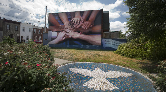 The Peace Wall (Courtesy of City of Philadelphia Mural Arts Program / Photo by Jack Ramsdale)