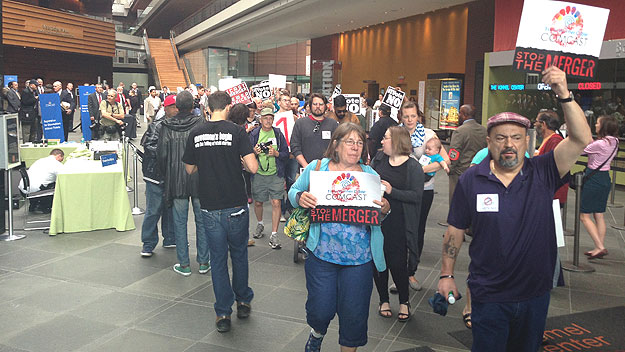 (Protesters briefly entered the Kimmel Center to deliver their petition of 400,000+ names to Comcast Corporation.  Photo by Hadas Kuznits)