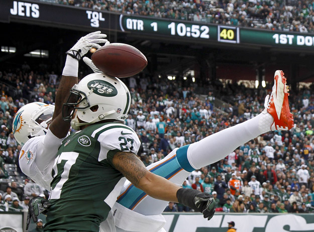 EAST RUTHERFORD, NJ - DECEMBER 1:   Dee Milliner #27 of the New York Jets breaks up a pass intended for Marlon Moore #14 of the Miami Dolphins during their game at MetLife Stadium on December 1, 2013 in East Rutherford, New Jersey.