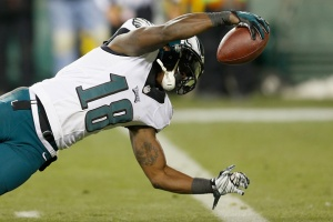 GREEN BAY, WI - NOVEMBER 16:  Jeremy Maclin #18 of the Philadelphia Eagles stretches for a touchdown after a reception against the Green Bay Packers during the fourth quarter of the game at Lambeau Field on November 16, 2014 in Green Bay, Wisconsin.  (Photo by Mike Zarrilli/Getty Images)