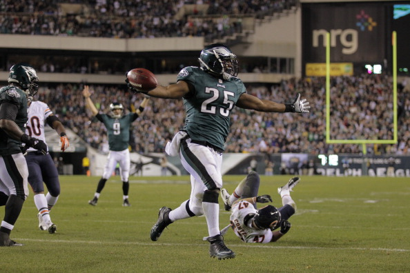 PHILADELPHIA - DECEMBER 22: LeSean McCoy #25 of the Philadelphia Eagles runs for a touchdown during a game against the Chicago Bears on December 22, 2013 at Lincoln Financial Field in Philadelphia, Pennsylvania. The Eagles won 54-11. (Photo by Hunter Martin/Philadelphia Eagles/Getty Images)