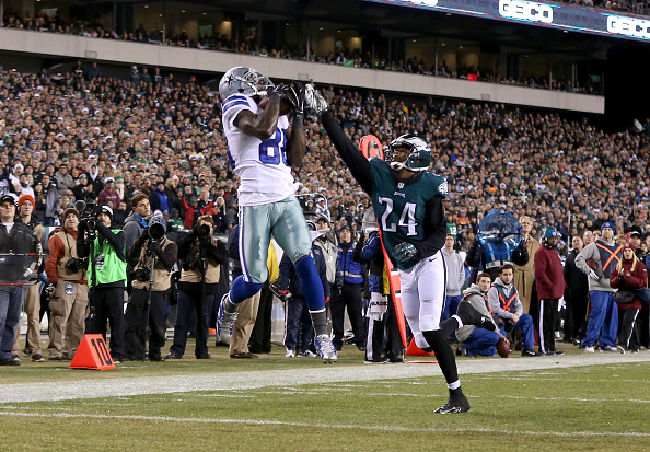 PHILADELPHIA, PA - DECEMBER 14: Dez Bryant #88 of the Dallas Cowboys catches a touchdown over Bradley Fletcher #24 of the Philadelphia Eagles at Lincoln Financial Field on December 14, 2014 in Philadelphia, Pennsylvania. (Photo by Mitchell Leff/Getty Images