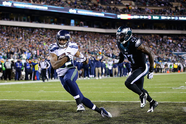 HILADELPHIA, PA - DECEMBER 07:  Doug Baldwin #89 of the Seattle Seahawks makes a touchdown against Malcolm Jenkins #27 of the Philadelphia Eagles during the third quarter of the game at Lincoln Financial Field on December 7, 2014 in Philadelphia, Pennsylvania.  (Photo by Al Bello/Getty Images)
