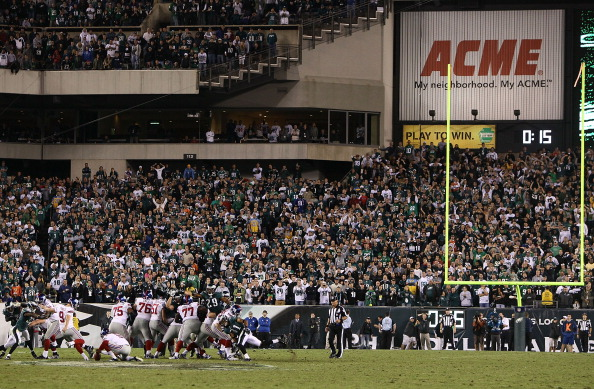 PHILADELPHIA, PA - SEPTEMBER 30: Kicker Lawrence Tynes #9 of the New York Giants misses a field goal in the closing seconds of their 19-17 loss to the Philadelphia Eagles at Lincoln Financial Field on September 30, 2012 in Philadelphia, Pennsylvania. (Photo by Alex Trautwig/Getty Images)