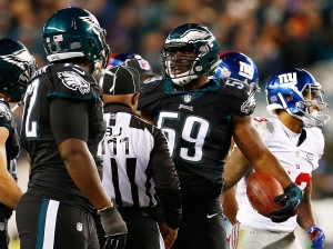 PHILADELPHIA, PA - OCTOBER 19: DeMeco Ryans #59 of the Philadelphia Eagles recovers a fumble during the second quarter against the New York Giants at Lincoln Financial Field on October 19, 2015 in Philadelphia, Pennsylvania. (Photo by Rich Schultz/Getty Images)