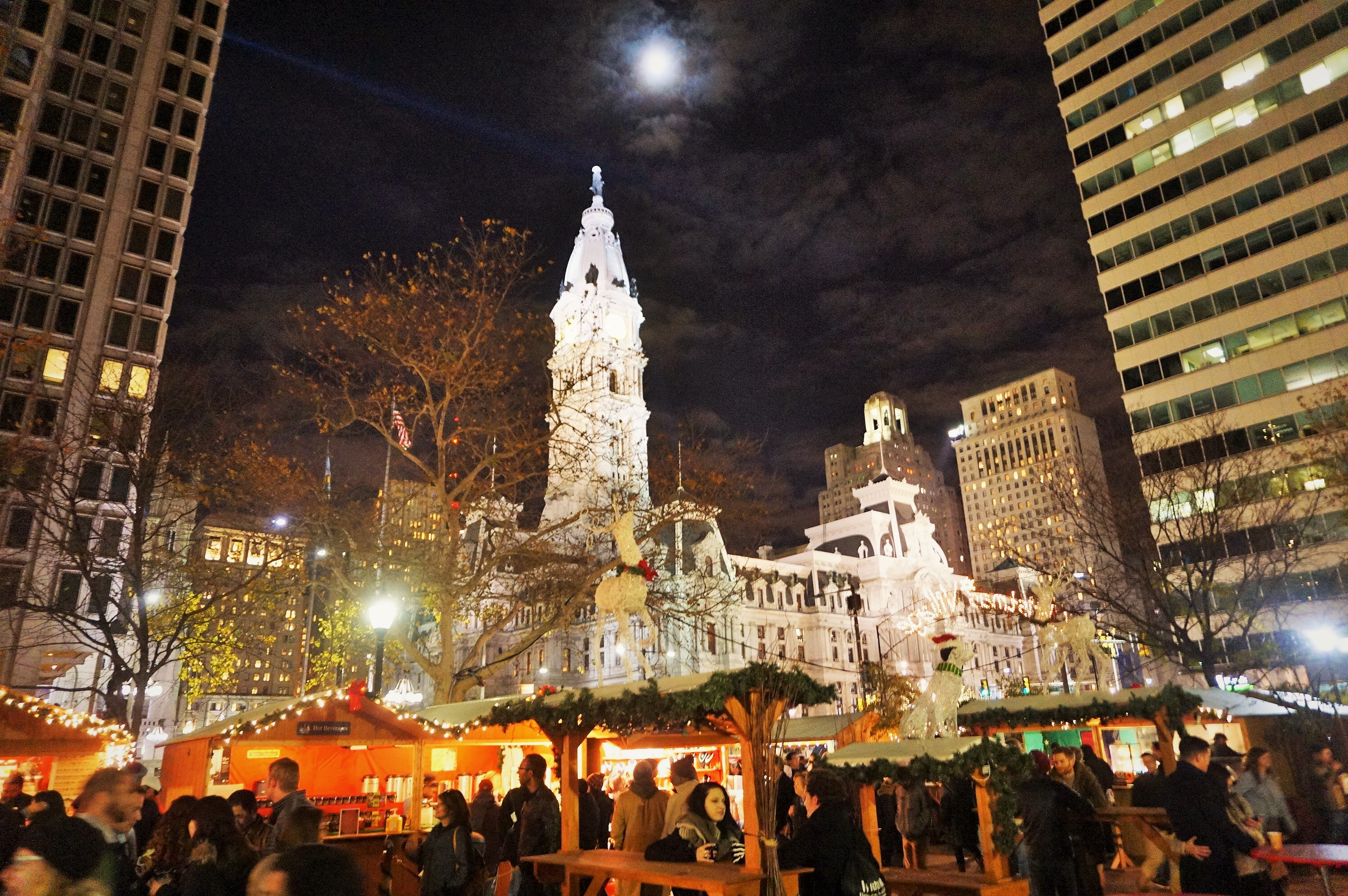 Christmas Village Philly.Thousands Stop By Christmas Village For First Preview