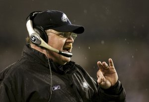 PHILADELPHIA - JANUARY 07: Head coach Andy Reid of the Philadelphia Eagles shouts from the bench during their NFC Wildcard Playoff game against the New York Giants on January 7, 2007 at Lincoln Financial Field in Philadelphia, Pennsylvania. (Photo by Doug Benc/Getty Images)