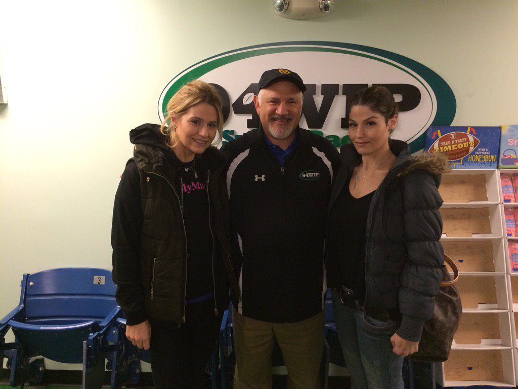 Glen Macnow with the Mac Mart sisters.
