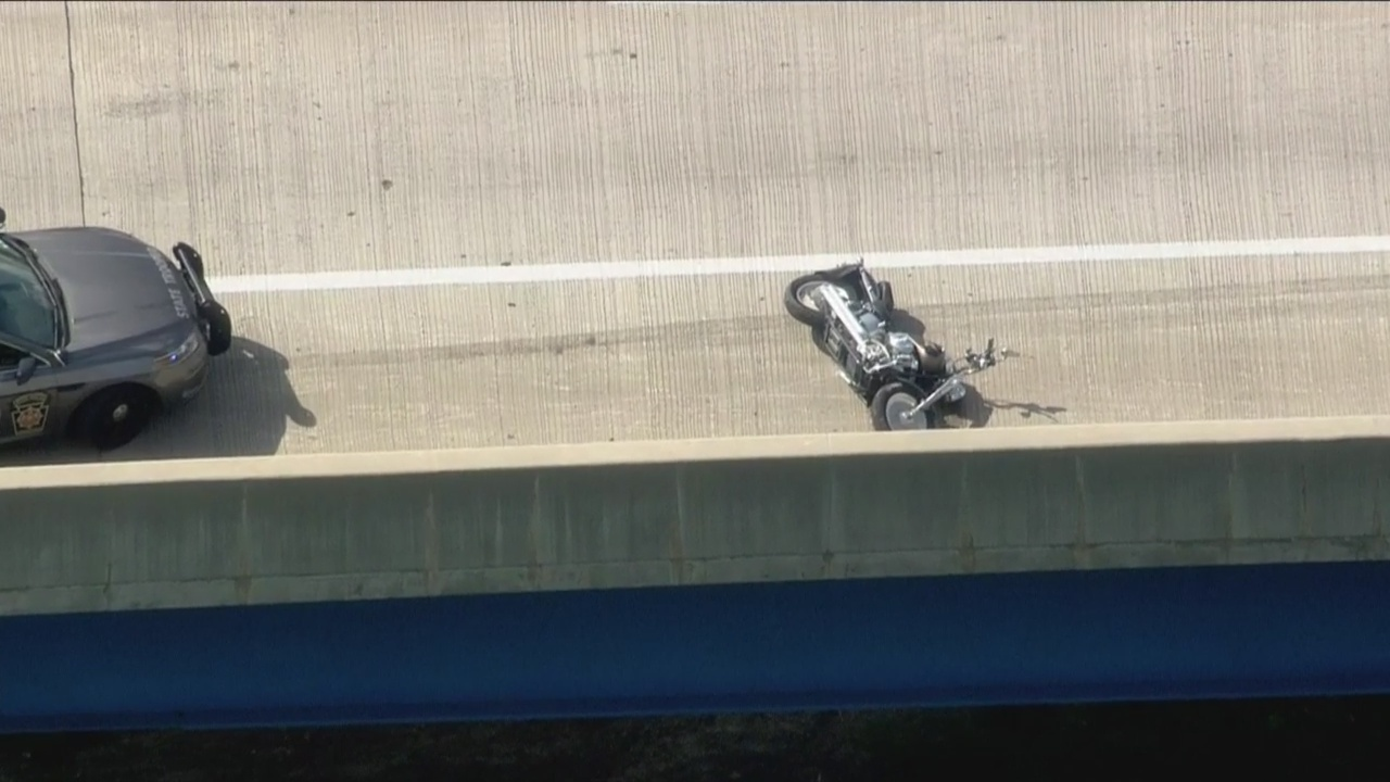 Police: Motorcyclist Dies Following Accident On I-476 – CBS