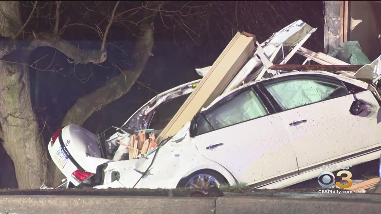 Driver Blows Stop Sign Crashes Into King Of Prussia Home Cbs Philly