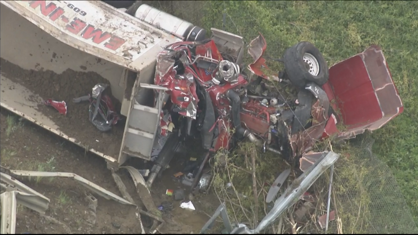 1 Dead After Truck Overturns On New Jersey Turnpike In