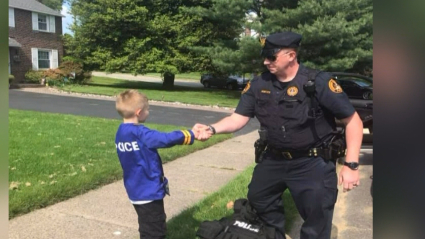 3 Cheers Haverford Township Police Officer Surprises Boy Cbs Philly