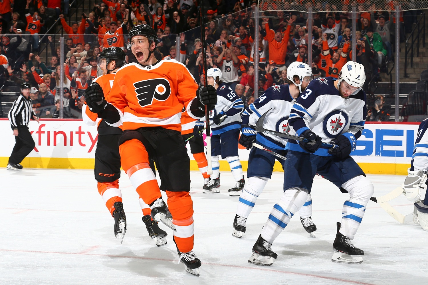 Scott Laughton Scores Twice, 3rd Line Shines As Streaking Flyers Beat Jets For 3rd Straight Win