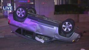 At least 1 injured in violent crash in downtown – CBS Philly